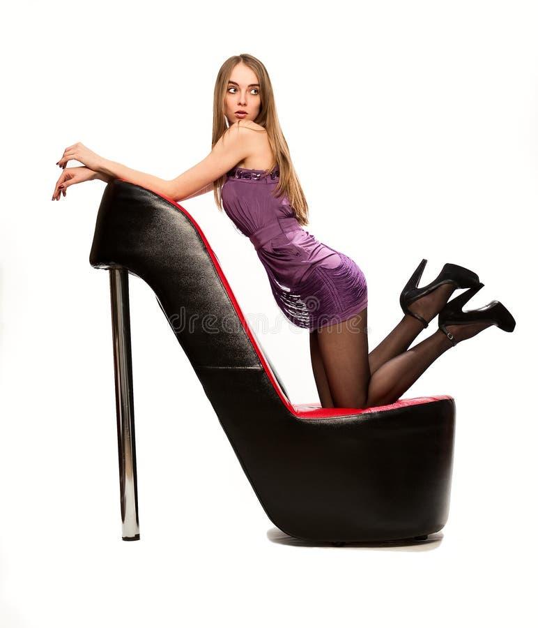 Mulher bonita nova com sapatas foto de stock royalty free