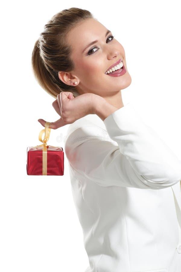 Download Mulher Bonita Nova Com Um Presente Imagem de Stock - Imagem de christmas, feliz: 29841655