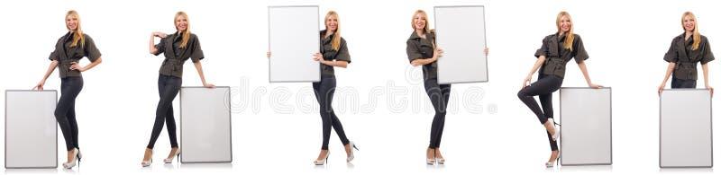 A mulher bonita nova com whiteboard isolada no branco imagem de stock