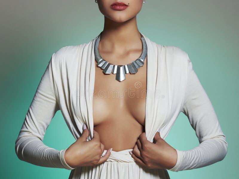 Mulher bonita nova Menina loura 'sexy' peito da cirurgia plástica fotografia de stock royalty free