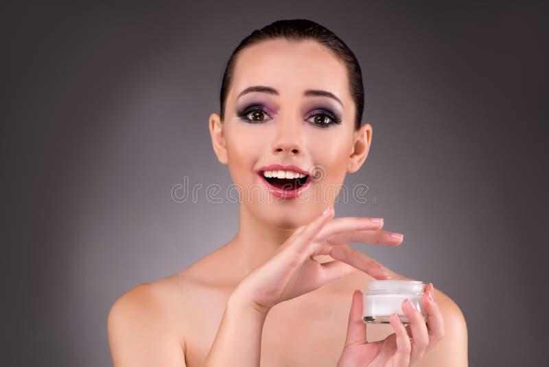 A mulher bonita nova no conceito da composição fotografia de stock