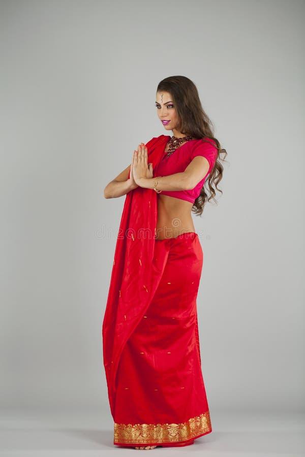 Mulher bonita nova no vestido indiano imagem de stock royalty free