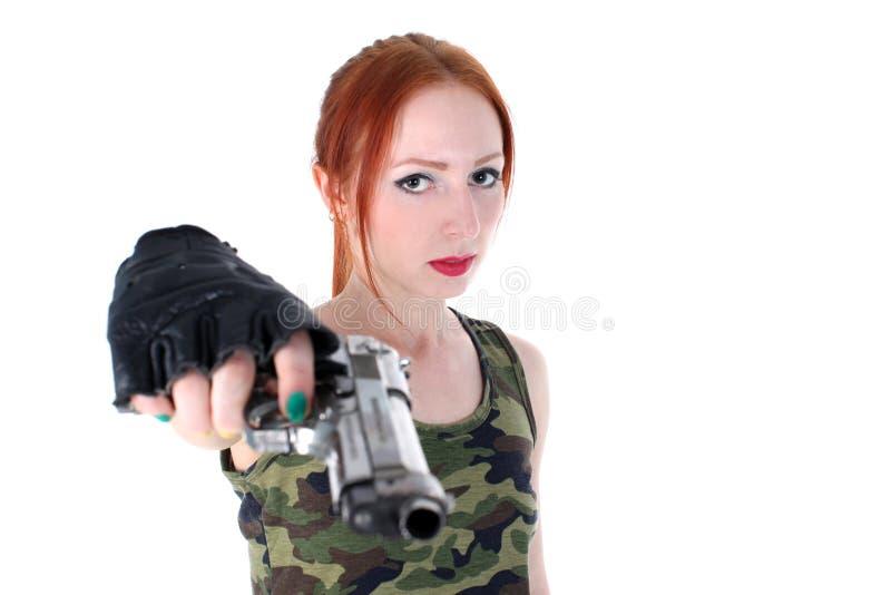 Mulher bonita nova que guarda o revólver fotos de stock