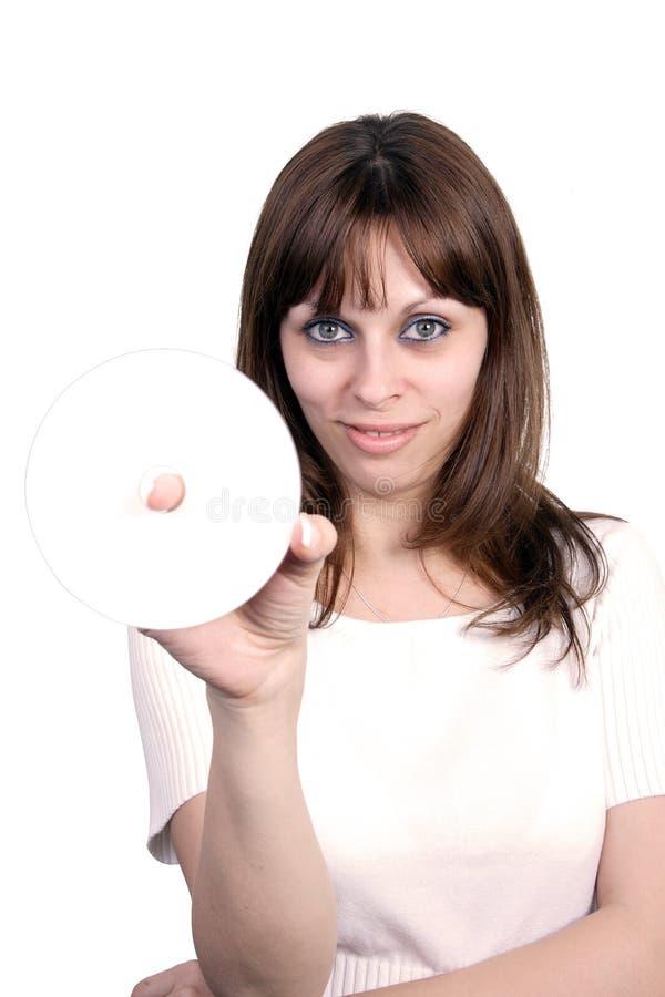 Mulher bonita nova que prende um Cd. fotos de stock