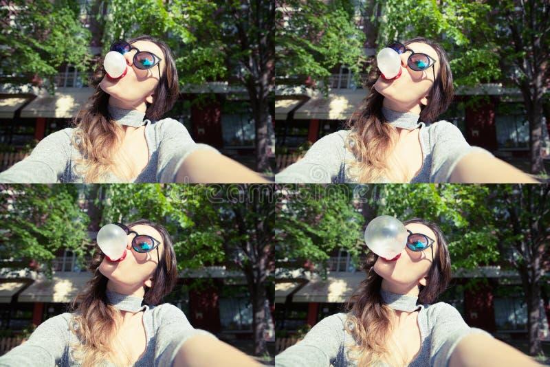 Mulher bonita nova que toma o selfie do autorretrato fora foto de stock royalty free