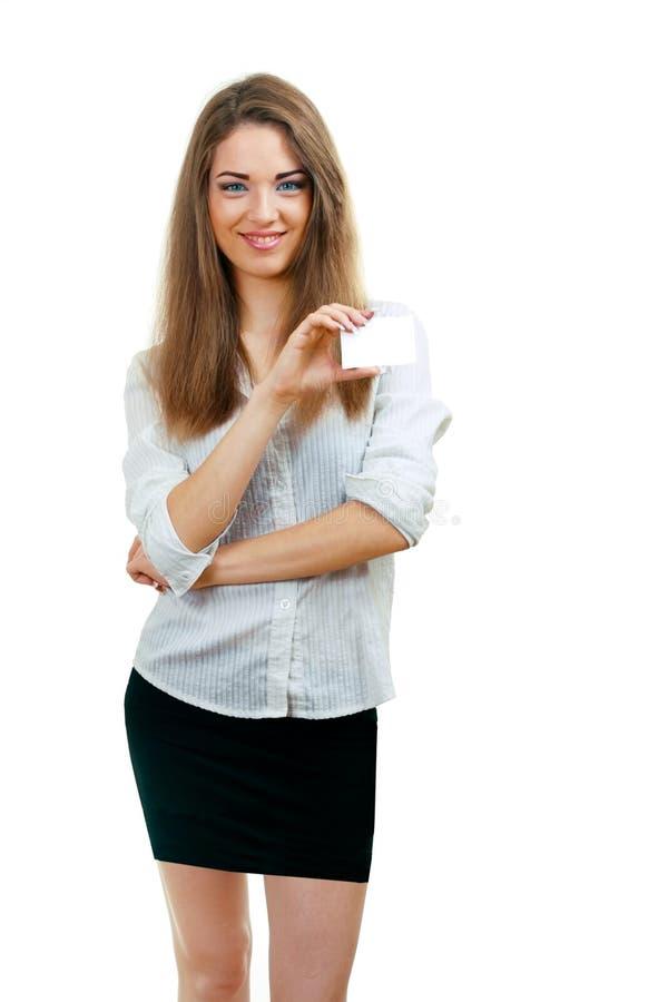 A mulher bonita prende o cartão fotos de stock