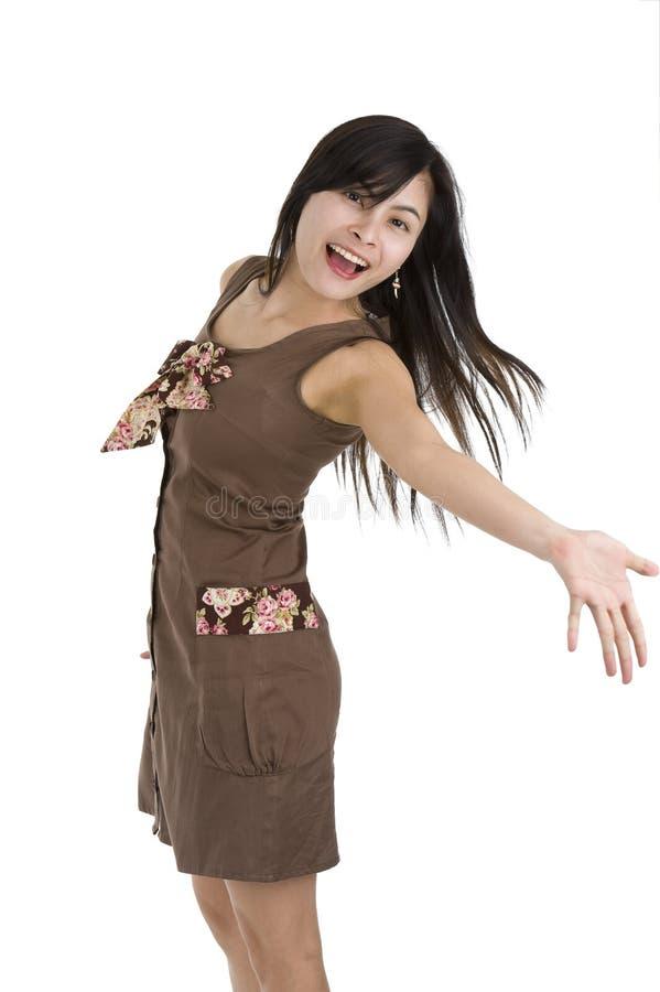 Mulher bonita que apresenta algo foto de stock royalty free
