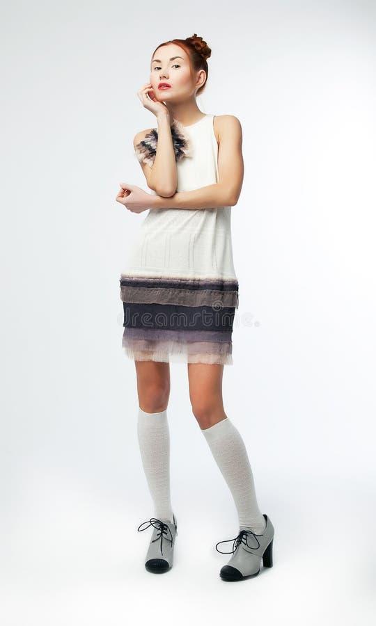 Mulher bonito - modelo de forma do redhead no vestido fotos de stock royalty free