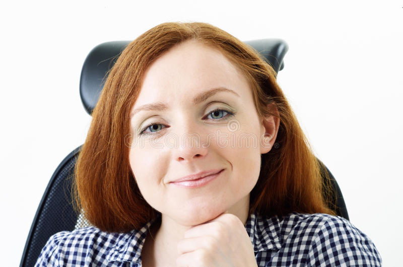 Mulher bonito na cadeira fotografia de stock royalty free