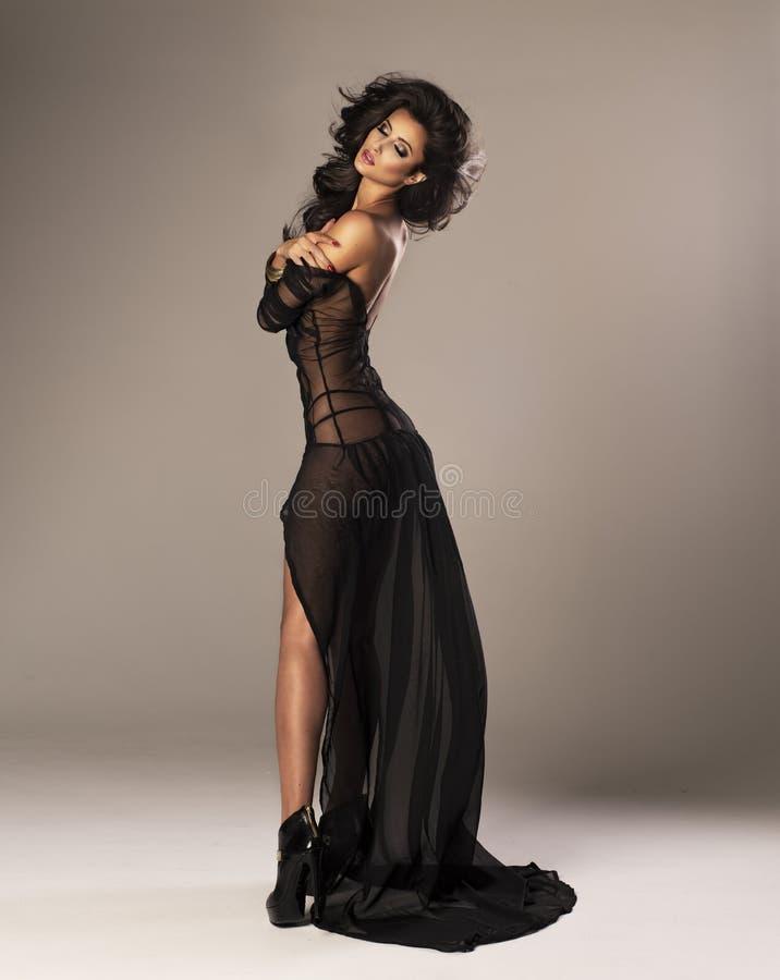 Mulher bonito no vestido imagens de stock