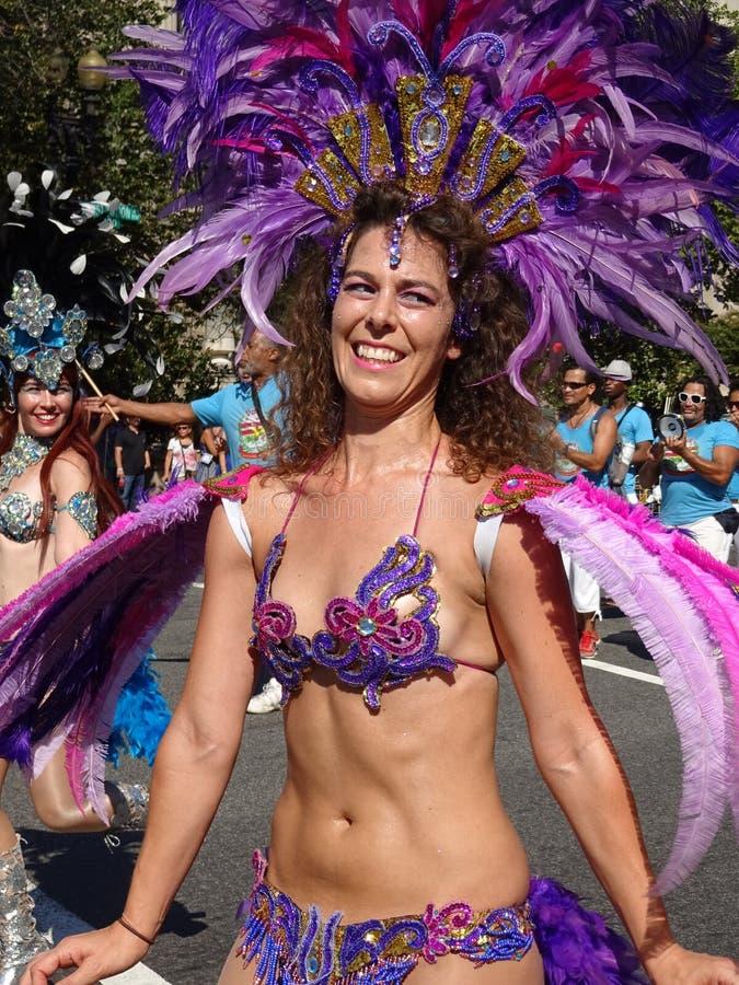 Mulher brasileira no roxo imagem de stock royalty free
