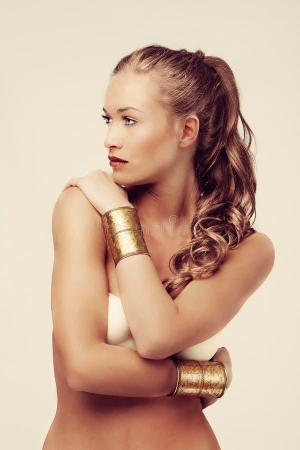 Mulher bronzeada da beleza fotos de stock