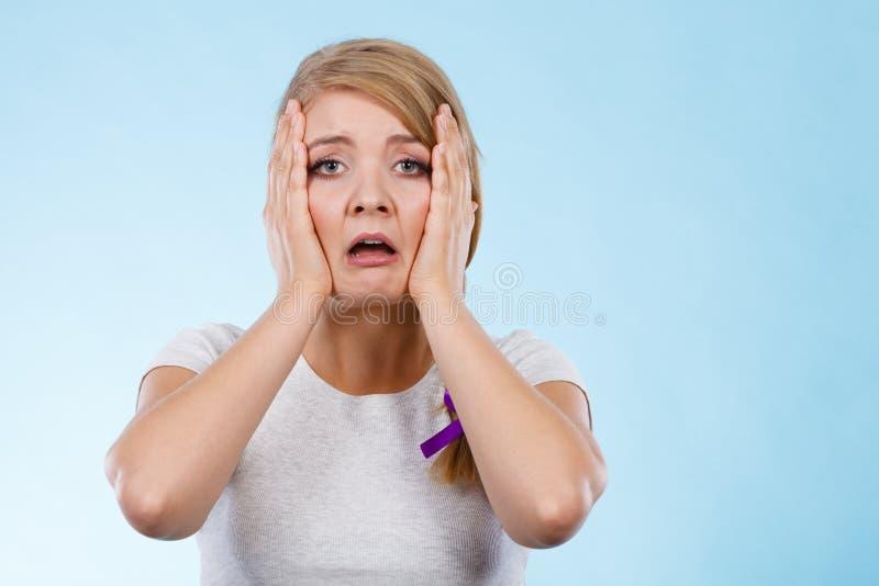 Mulher cansado com mãos na cara imagens de stock royalty free