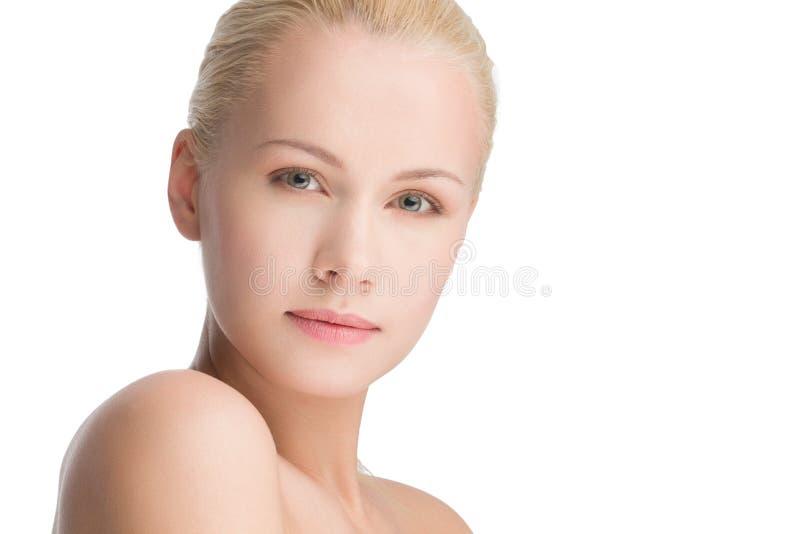 Mulher caucasiano bonita nova, isolada no branco fotos de stock