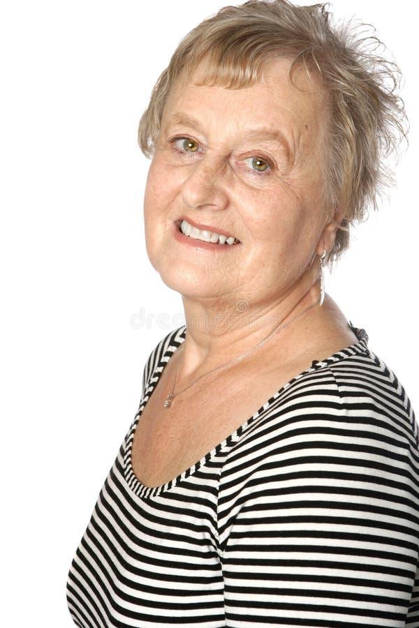 Mulher caucasiano madura na parte superior stripy ocasional fotografia de stock royalty free