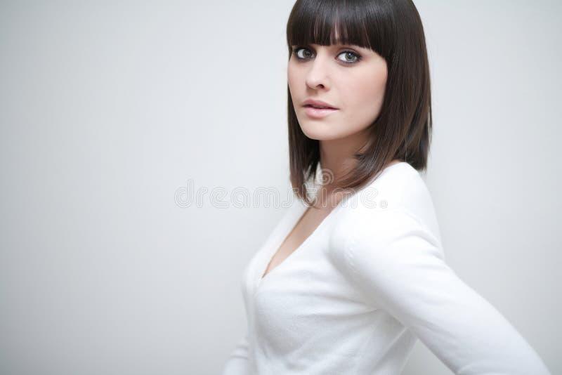 Mulher caucasiano nova com franja/estrondos fotos de stock royalty free