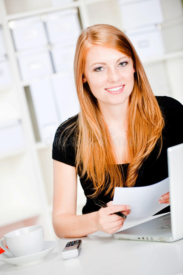 Mulher caucasiano pensativa fotografia de stock
