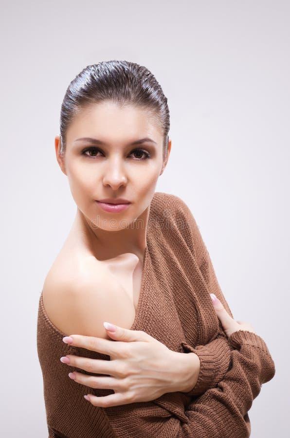 Download Brunette na camisola foto de stock. Imagem de menina - 29830840