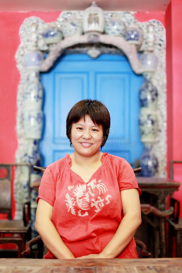 Mulher chinesa interna fotografia de stock royalty free
