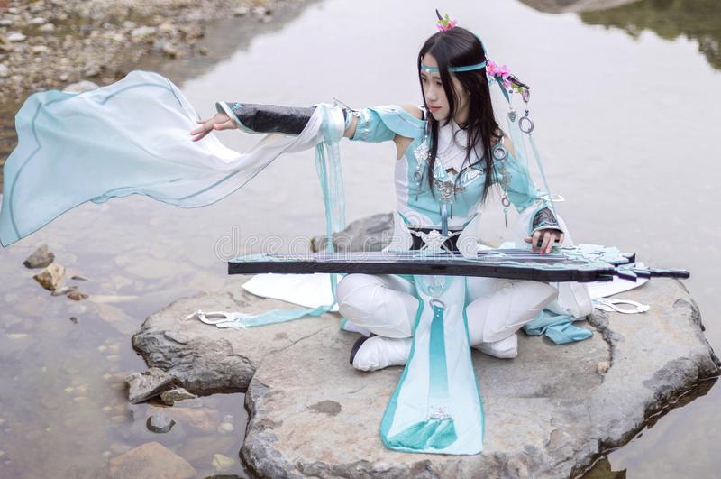 Mulher chinesa no vestido tradicional de Hanfu imagens de stock royalty free