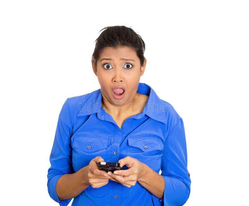 Mulher chocada com telefone imagem de stock royalty free
