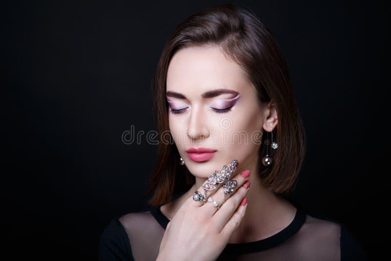 Mulher com anel fotos de stock