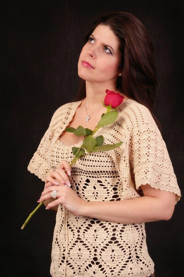 A mulher com aumentou foto de stock