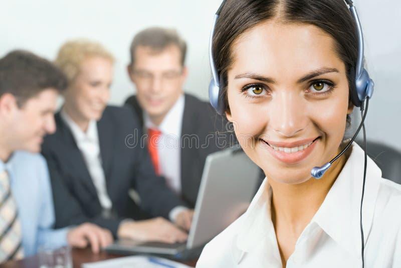 Mulher com auriculares foto de stock royalty free