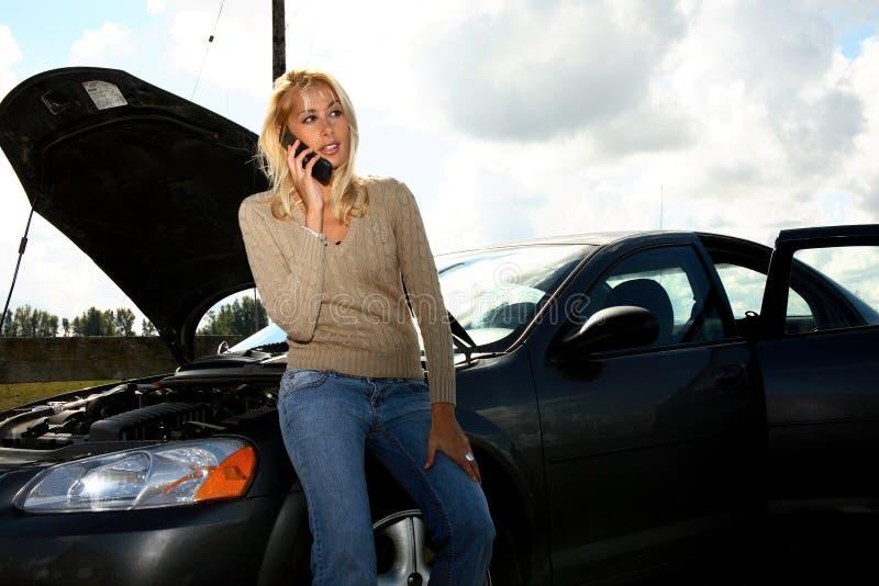 Mulher com auto problema foto de stock royalty free