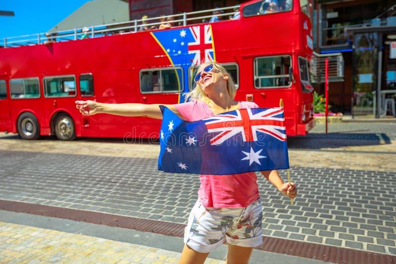 Mulher com bandeira australiana imagens de stock