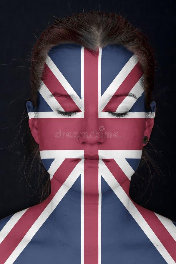 Mulher com a bandeira do Reino Unido pintado em sua cara. foto de stock royalty free
