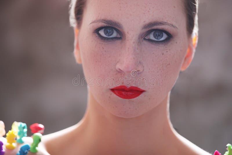 Mulher com batom vermelho imagem de stock