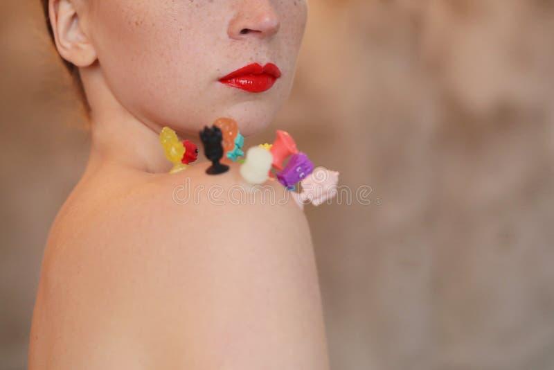 Mulher com batom vermelho imagens de stock