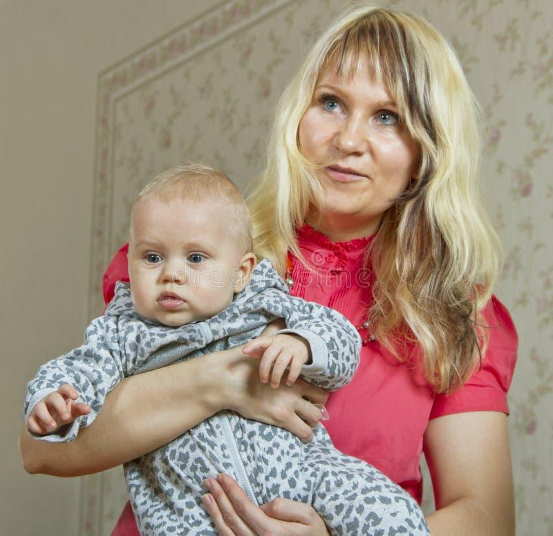 Mulher com bebê. imagem de stock