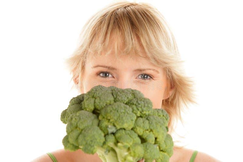 Mulher com bróculos imagem de stock royalty free