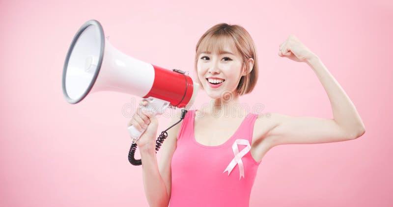 Mulher com câncer da mama da prevenção fotos de stock