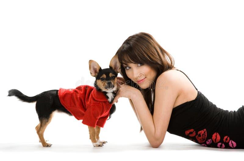 Mulher com cão pequeno fotos de stock royalty free