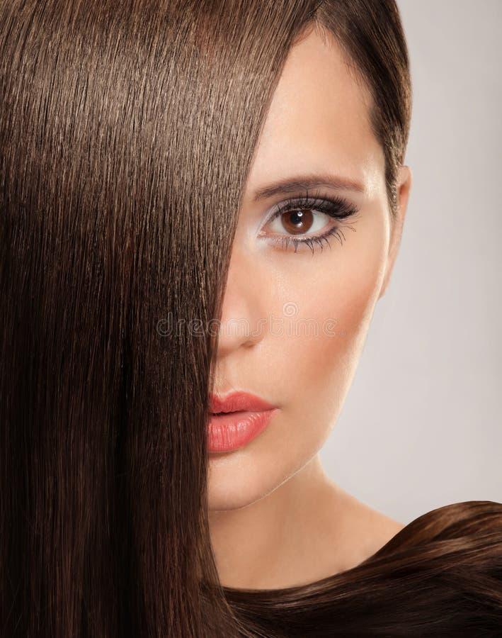 Download Mulher com cabelo longo imagem de stock. Imagem de beleza - 26512905