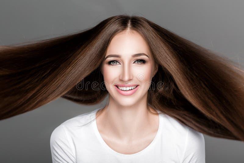 mulher com cabelo longo reto brilhante foto de stock royalty free