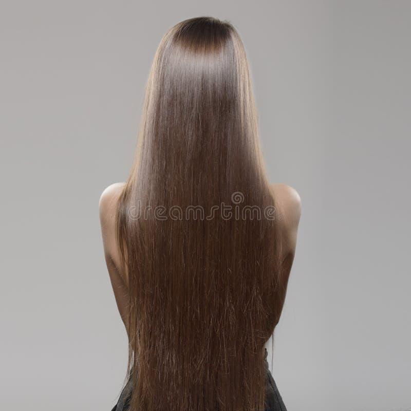 Mulher com cabelo reto escuro longo imagem de stock royalty free