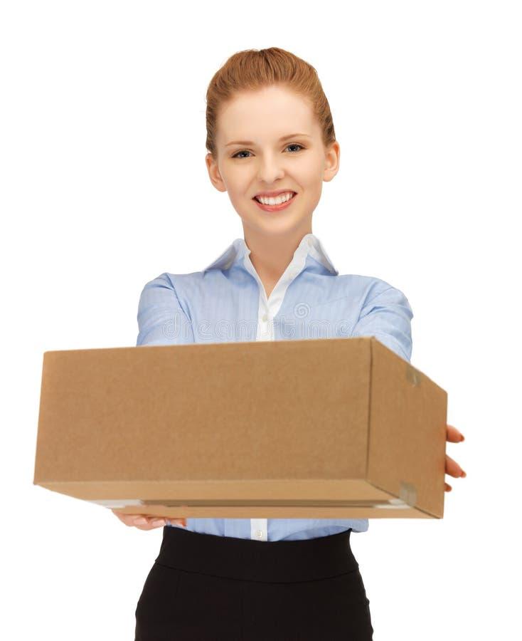 Mulher com caixa de cartão foto de stock royalty free