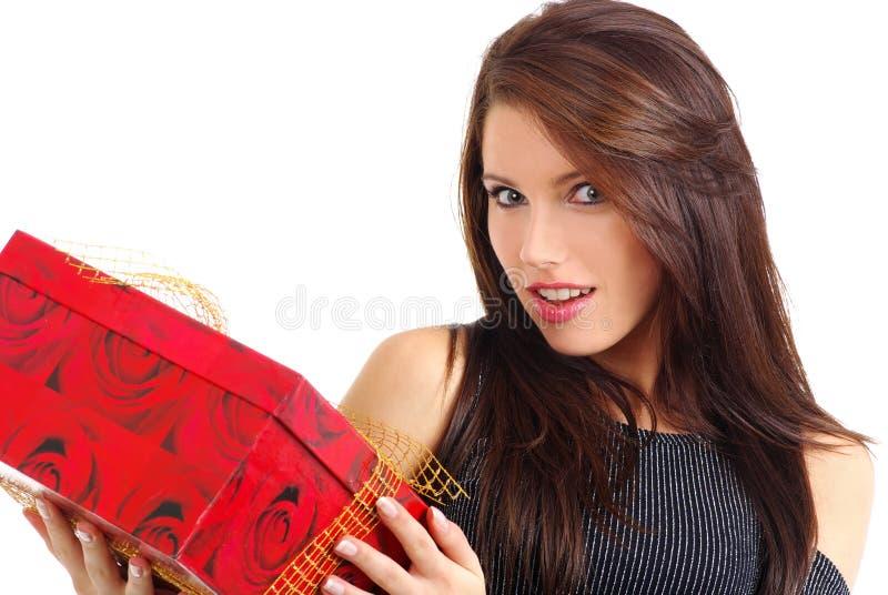 Mulher com caixa de presente foto de stock royalty free