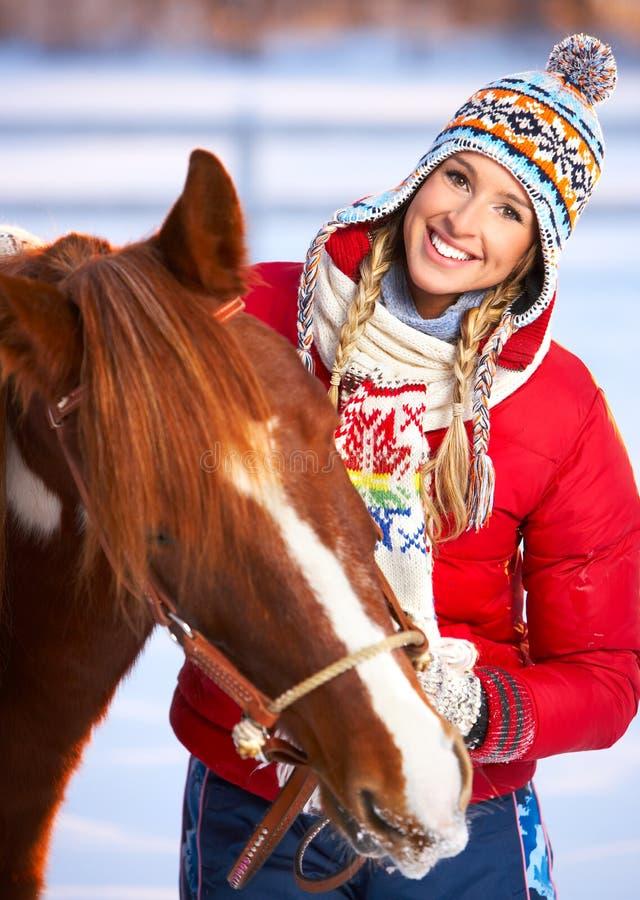 Mulher com cavalo imagem de stock