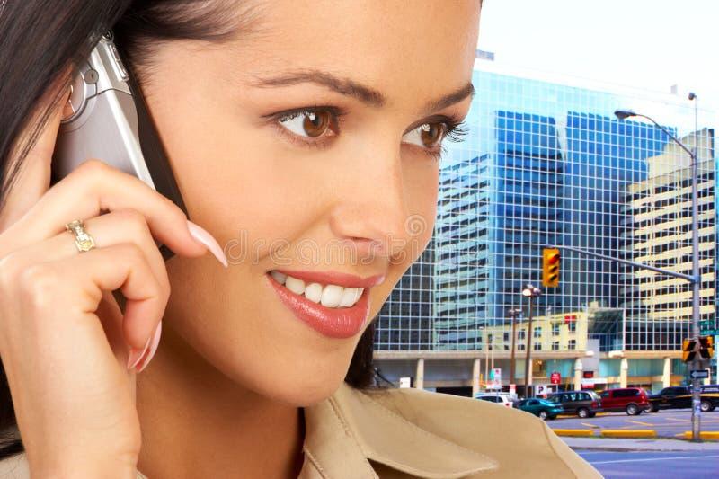 Mulher com celular imagens de stock royalty free