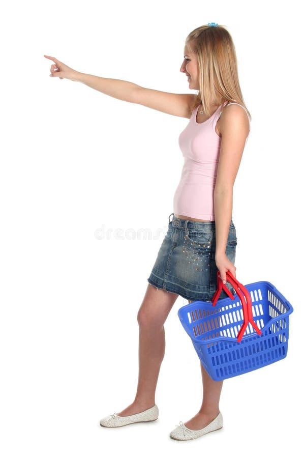 Mulher com cesta de compra foto de stock royalty free