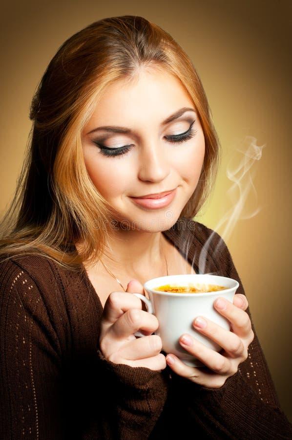 Mulher com chávena de café imagens de stock