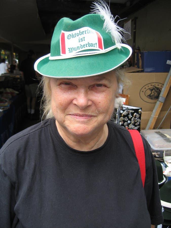 Mulher com chapéu alemão foto de stock royalty free