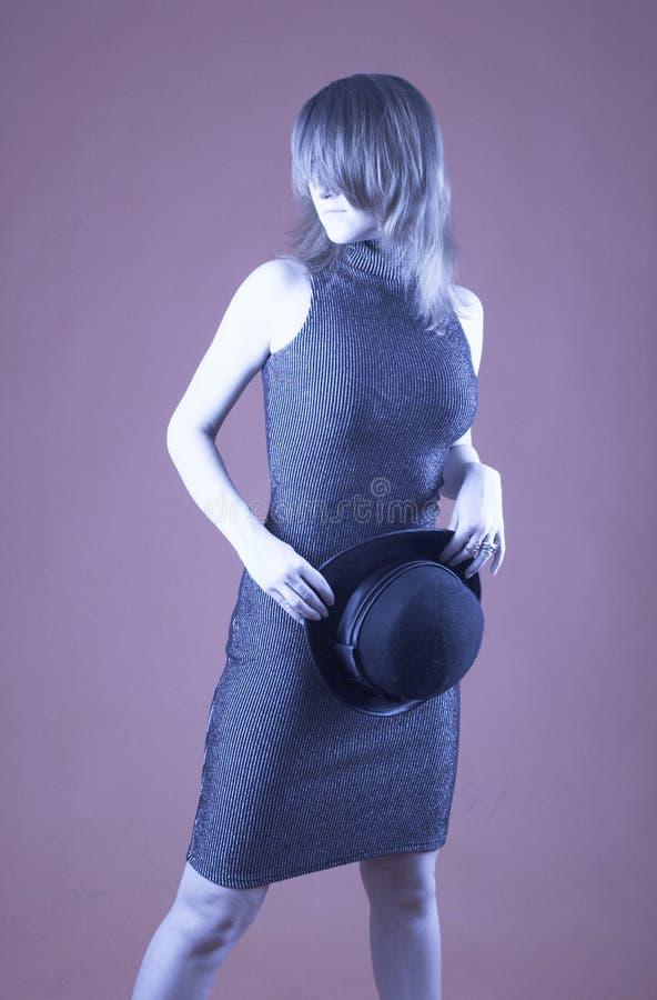 Mulher com chapéu do jogador - 1 fotografia de stock royalty free