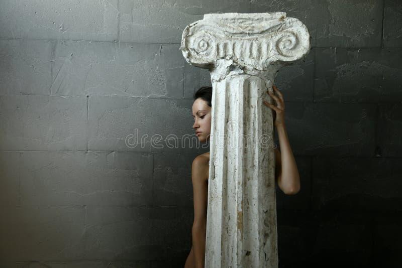 Mulher com coluna imagens de stock royalty free