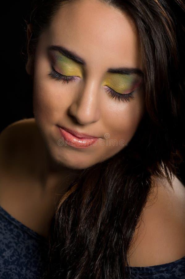 Mulher com composição colorida foto de stock